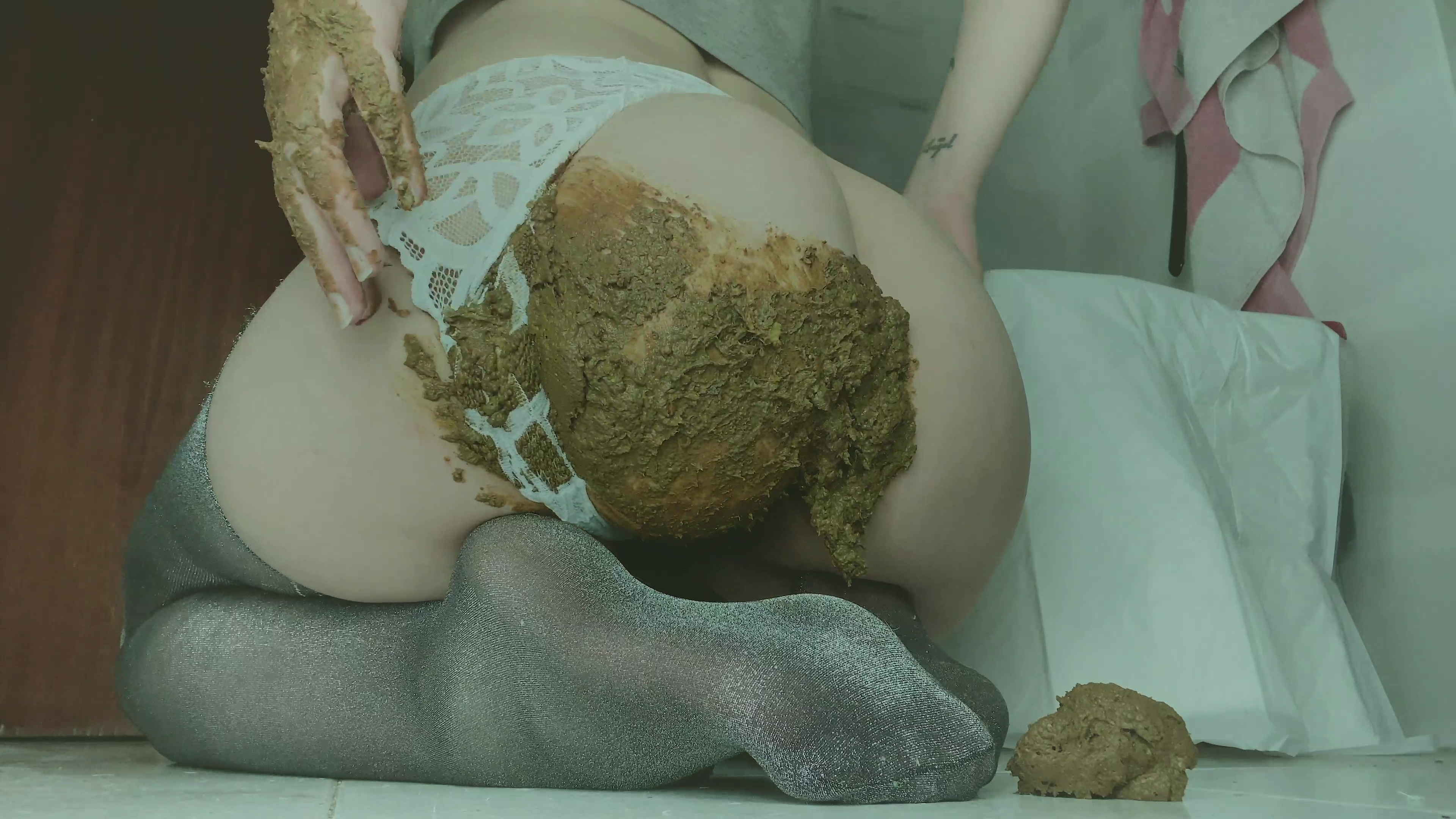 SweetBettyParlour - Paradoxical double smelly shit
