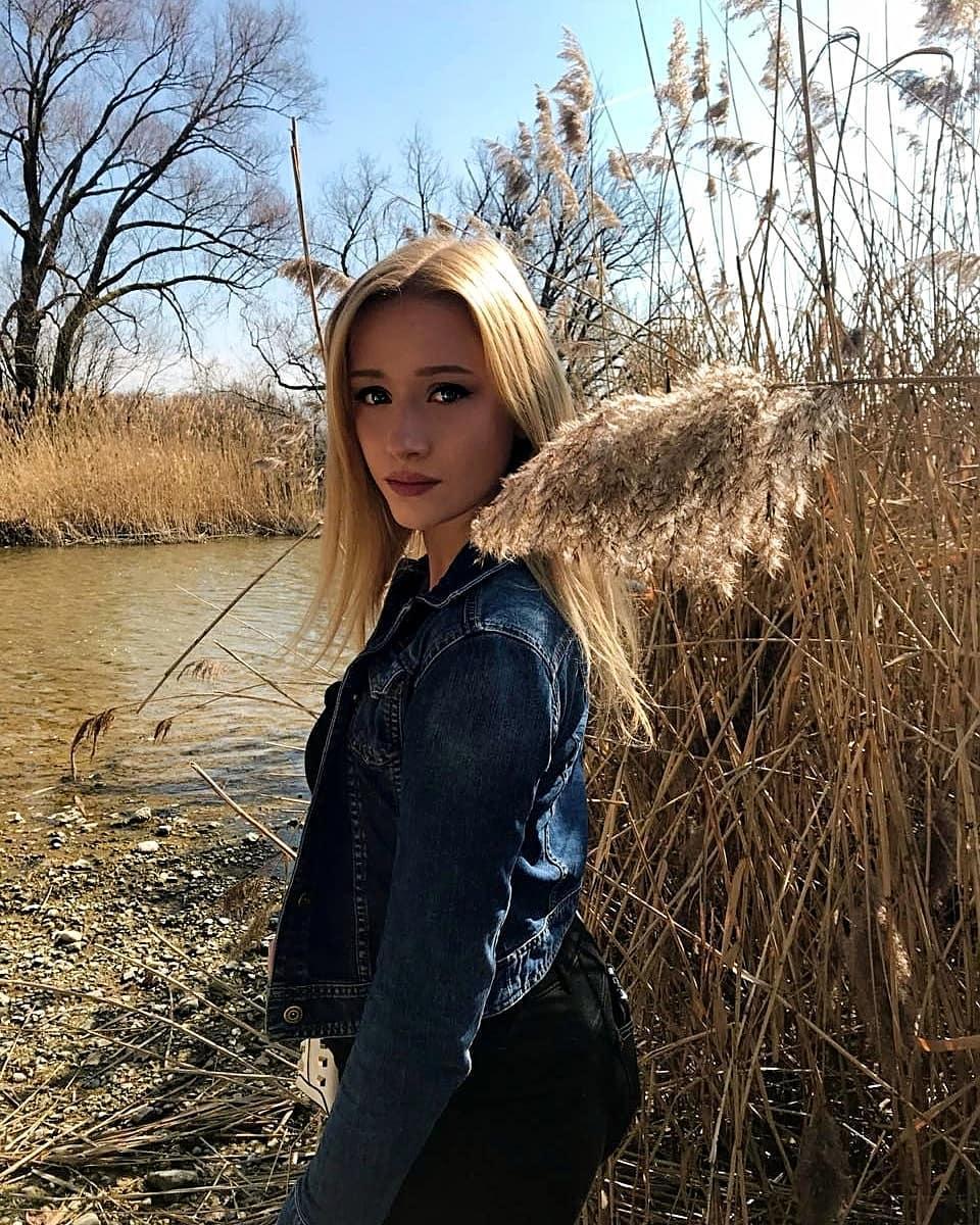 Nicole-Deliah-Wallpapers-Insta-Fit-Bio-6
