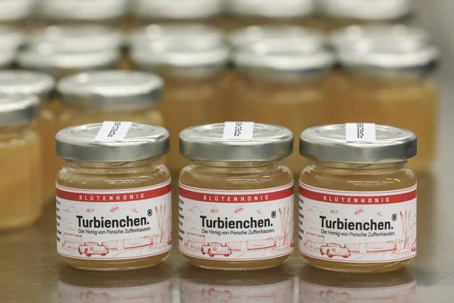 Porsche récolte le premier miel à Zuffenhausen S20-3211-fine