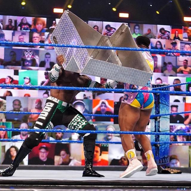Apollo Crews ataca a Big E con Escalera Metálica SmackDown 12 Marzo