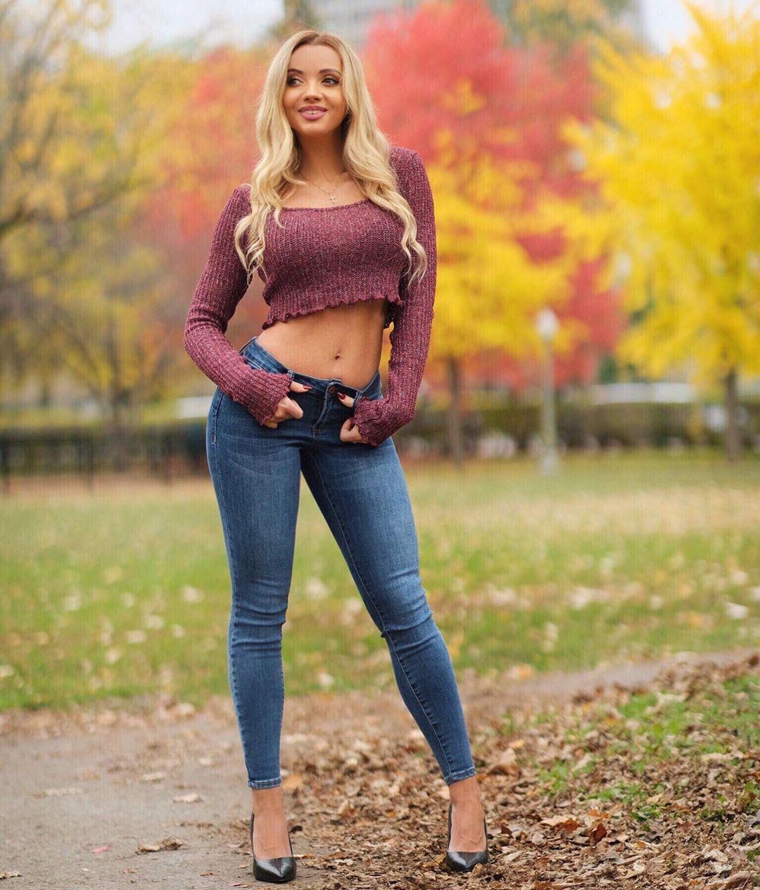Yulia-Kay-Wallpapers-Insta-Fit-Bio-6