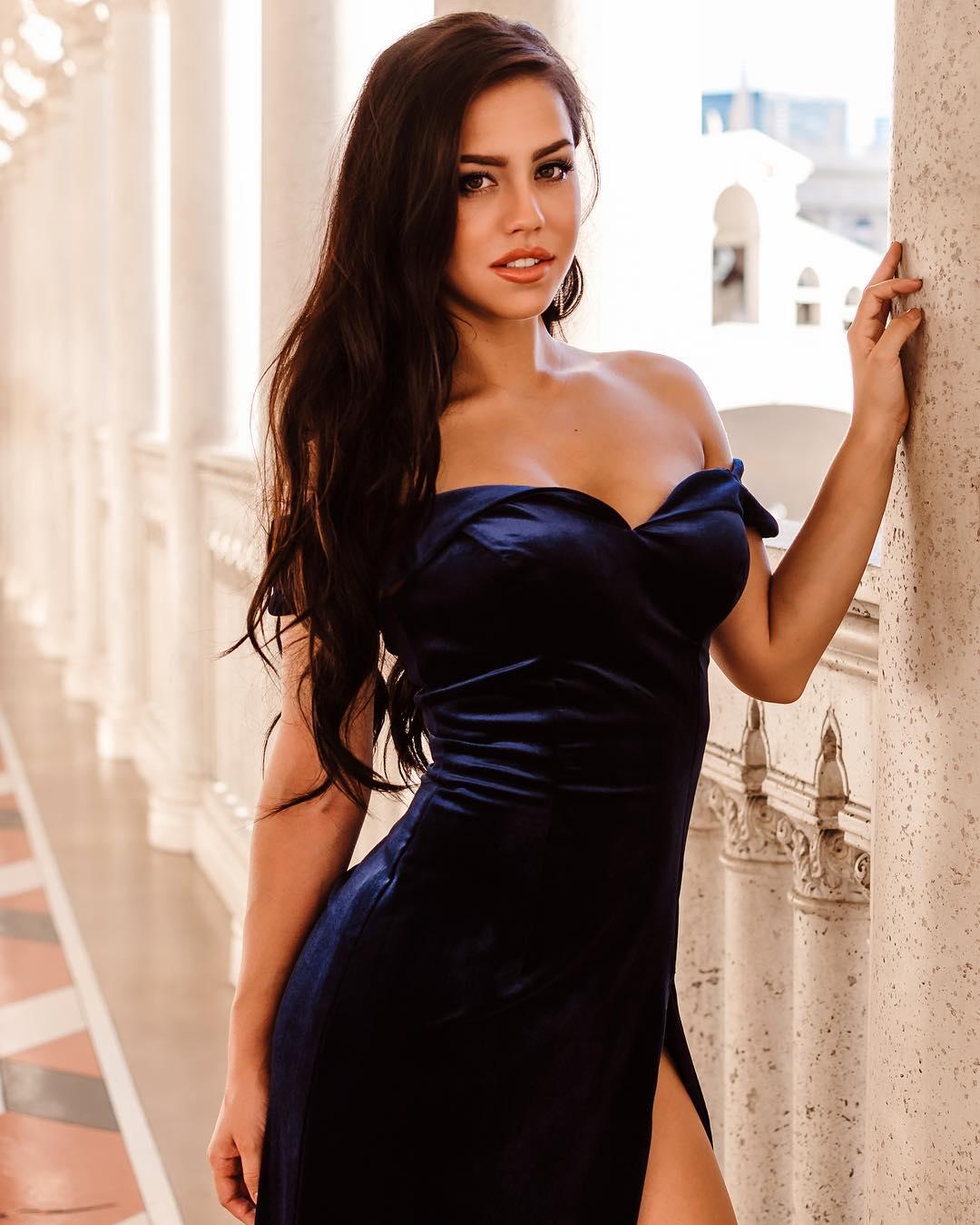 Alina-Lopez-Wallpapers-Insta-Fit-Bio-2