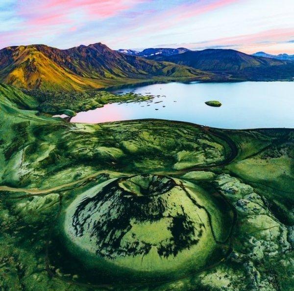 Кратер в Исландии как глаз хамелеона