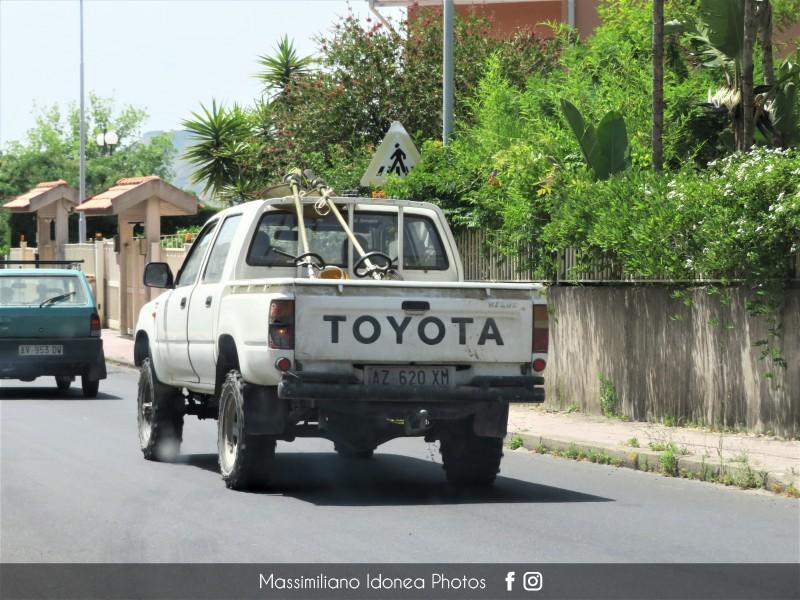 Veicoli commerciali e mezzi pesanti d'epoca o rari circolanti - Pagina 10 Toyota-Hilux-D-2-5-83cv-90-AZ620-XM-295-503-11-1-2017