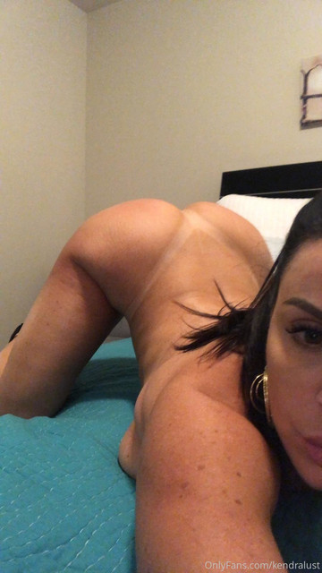 19-08-27-dm-01-Teasing-is-my-foreplay-900x1600