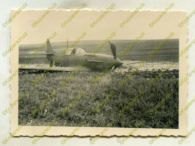 Foto-Wehrmacht-abgeschossenes-Jagdflugzeug-No69-Dergatschi-Russland