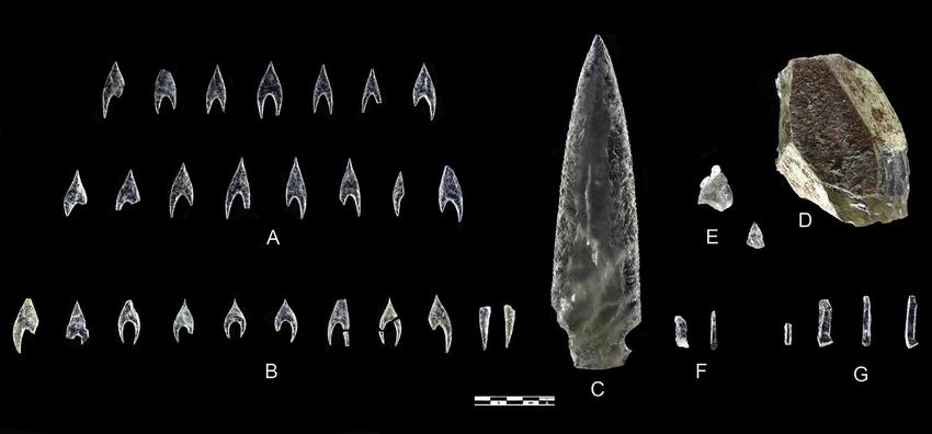"""кинжал,который сделан из горного хрусталя, эксперты называют """"наиболее технически сложным"""" из всех когда-либо обнаруженных артефактов"""