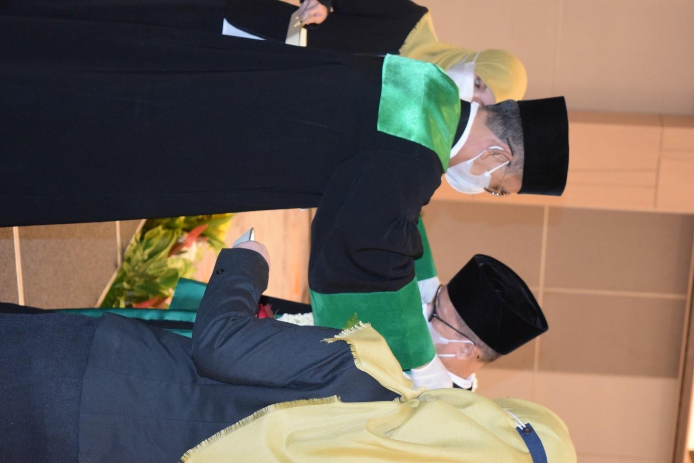 Wisuda Purnabhakti  Wakil Ketua Pengadilan Tinggi Agama Surabaya
