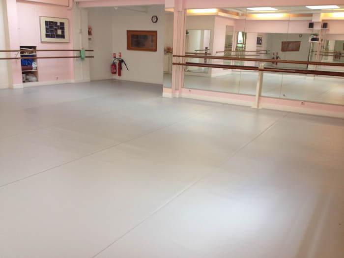 [Habitation] La Goule Rieuse Salle-de-danse