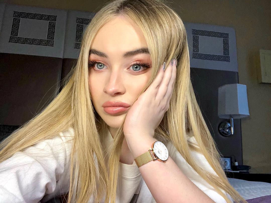 Sabrina-Carpenter-3