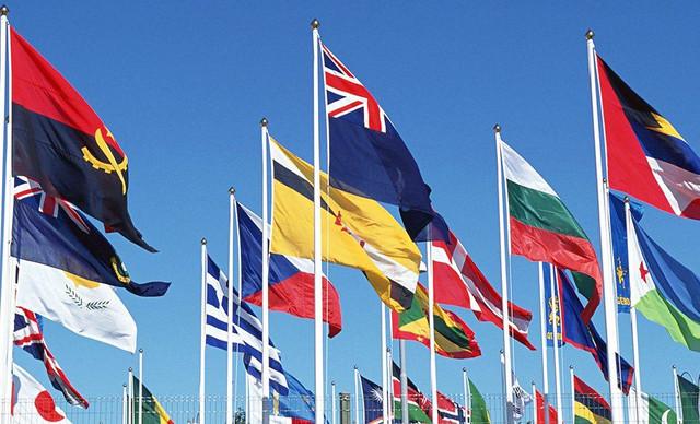 Использование флагов как особое место для наружной рекламы