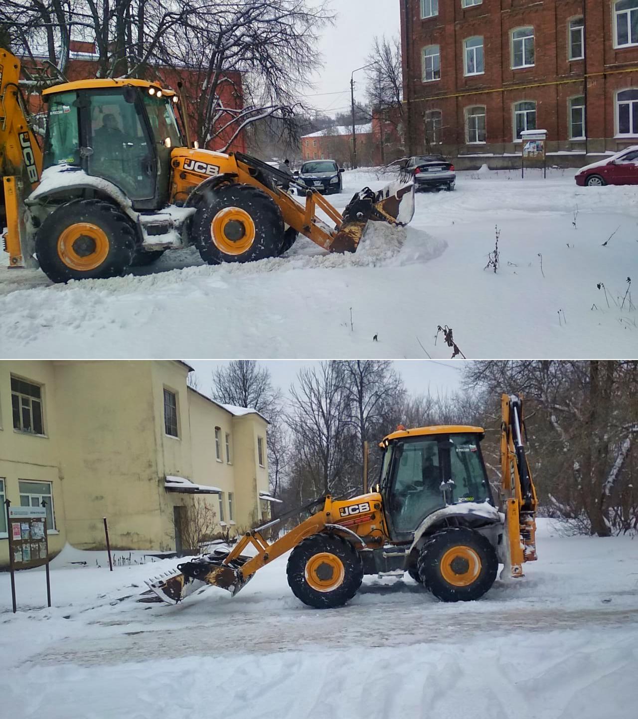 Убрали последствия рекордного снегопада на Фабрике