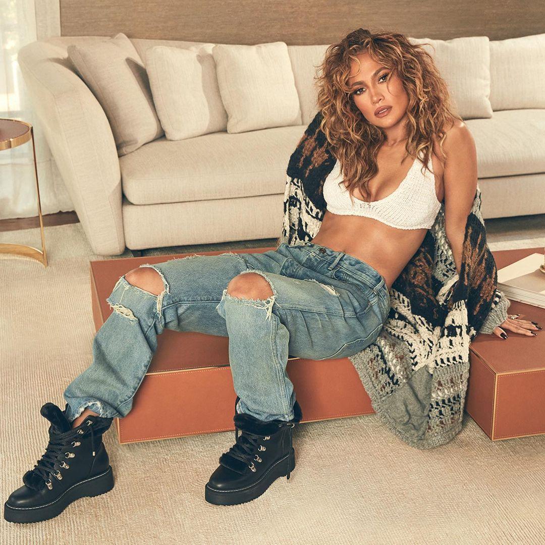 Jennifer Lopez compie 52 anni, i suoi migliori look