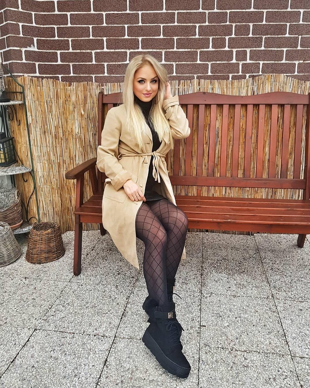 Veronica-Hunkova-Wallpapers-Insta-Fit-Bio-10