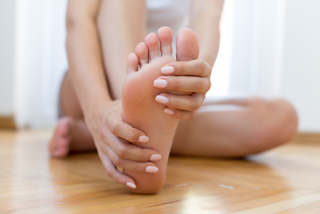 Follow some fruitful home remedies which can help you to get rid of the calluses effectively.