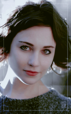 Tuppence Middleton 250-X400-X001
