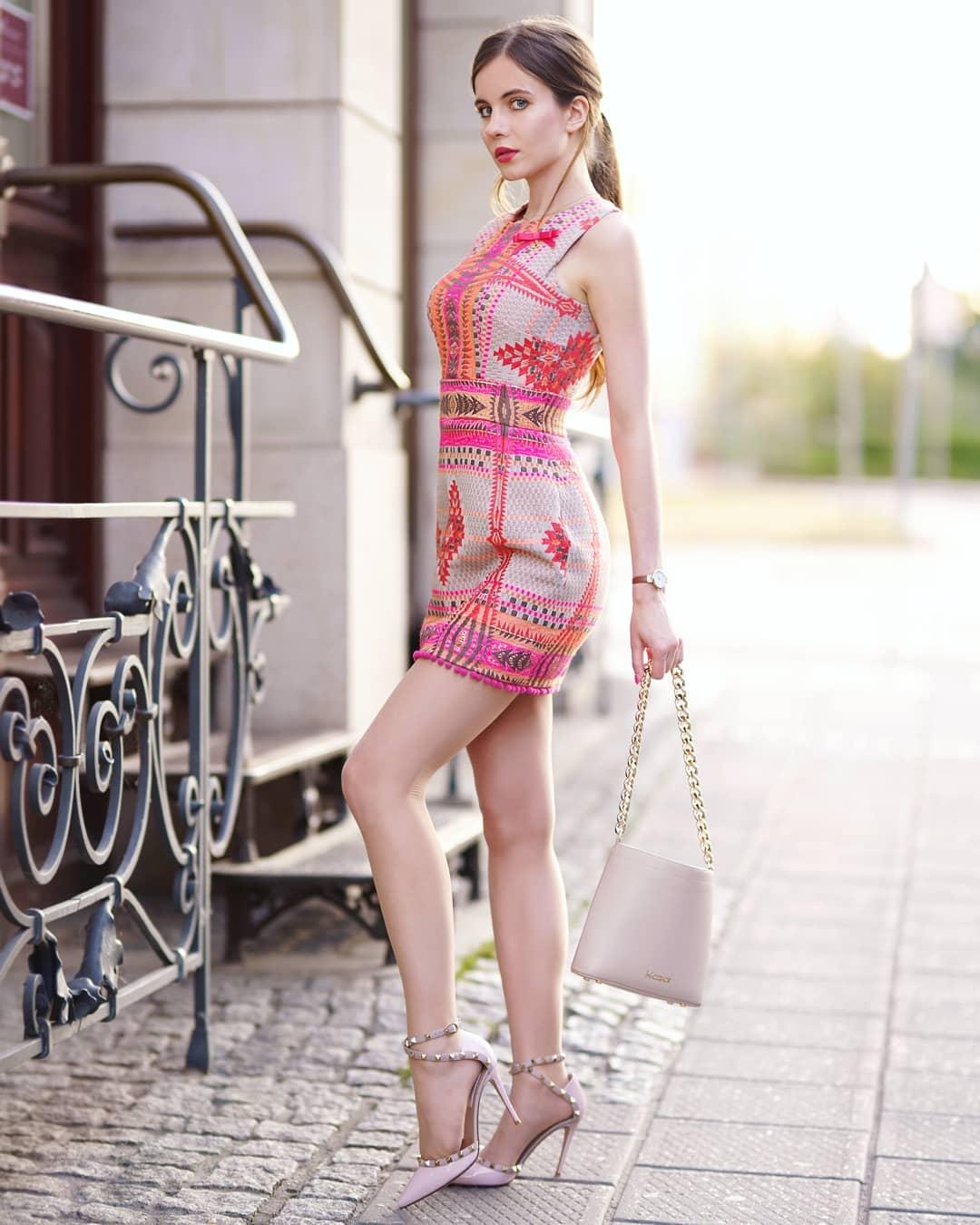 Ariadna-Majewska-Wallpapers-Insta-Biography-11