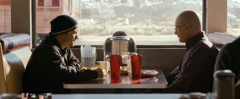 Escena de Jesse Pinkman y Walter White. Afuera está la casa rodante. Imagen: Netflix