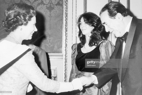Queen-Elizabeth-Gislane-Maxwell