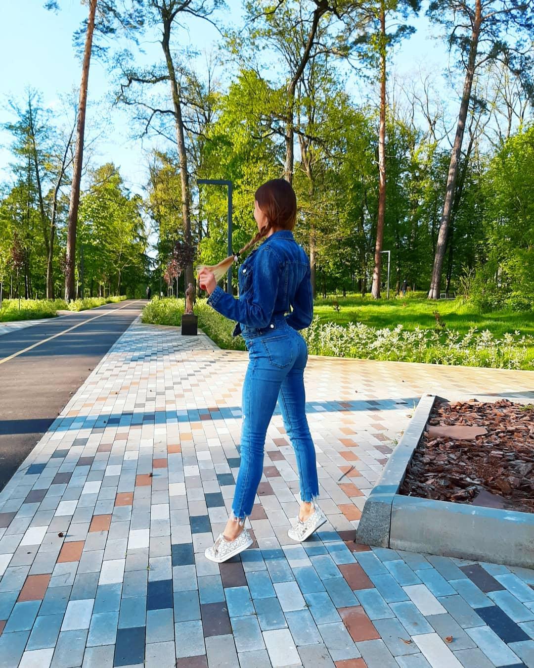 Alinka-Vladimirova-Wallpapers-Insta-Fit-Bio-8