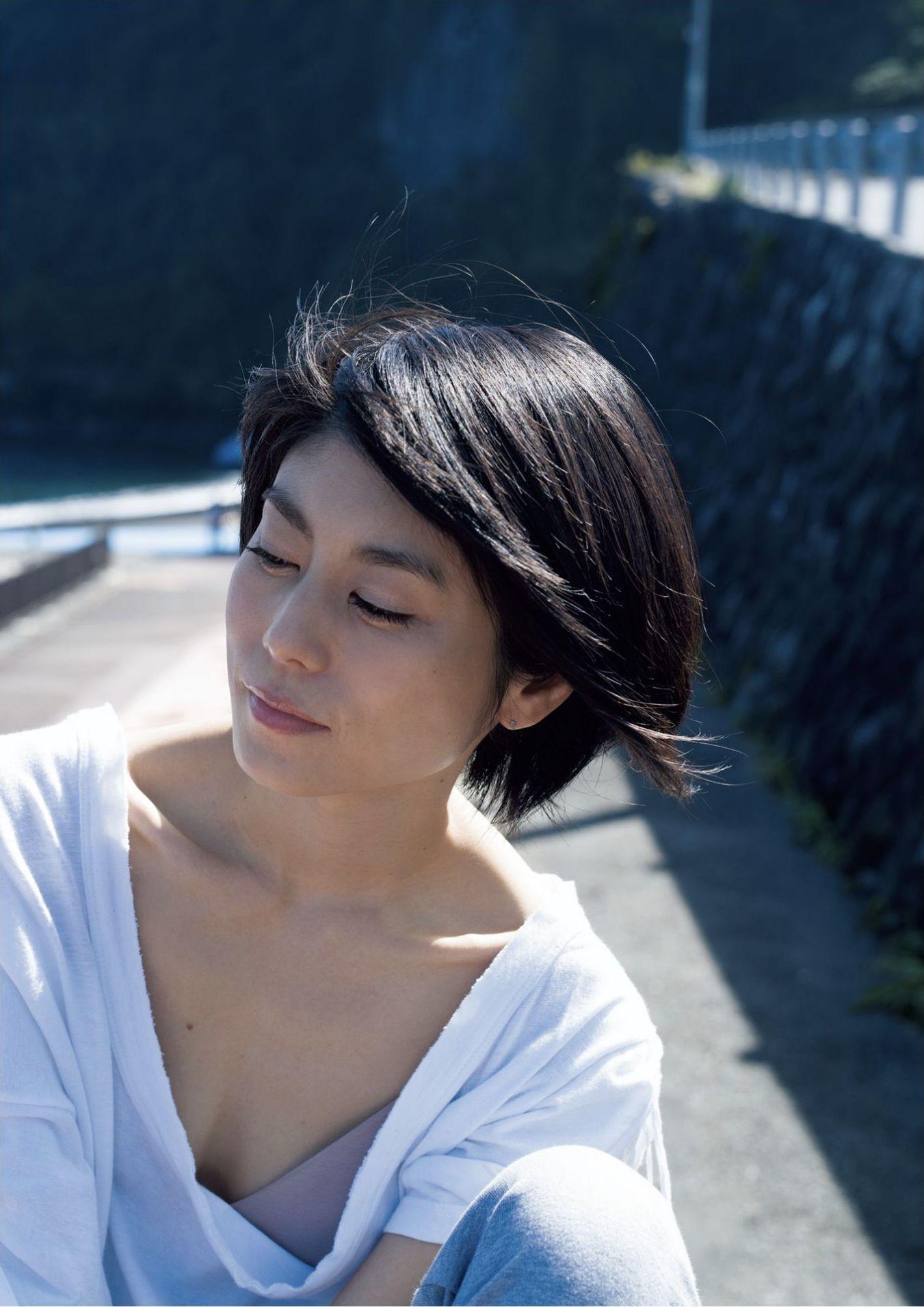 芳野友美ファースト写真集『或る女』003