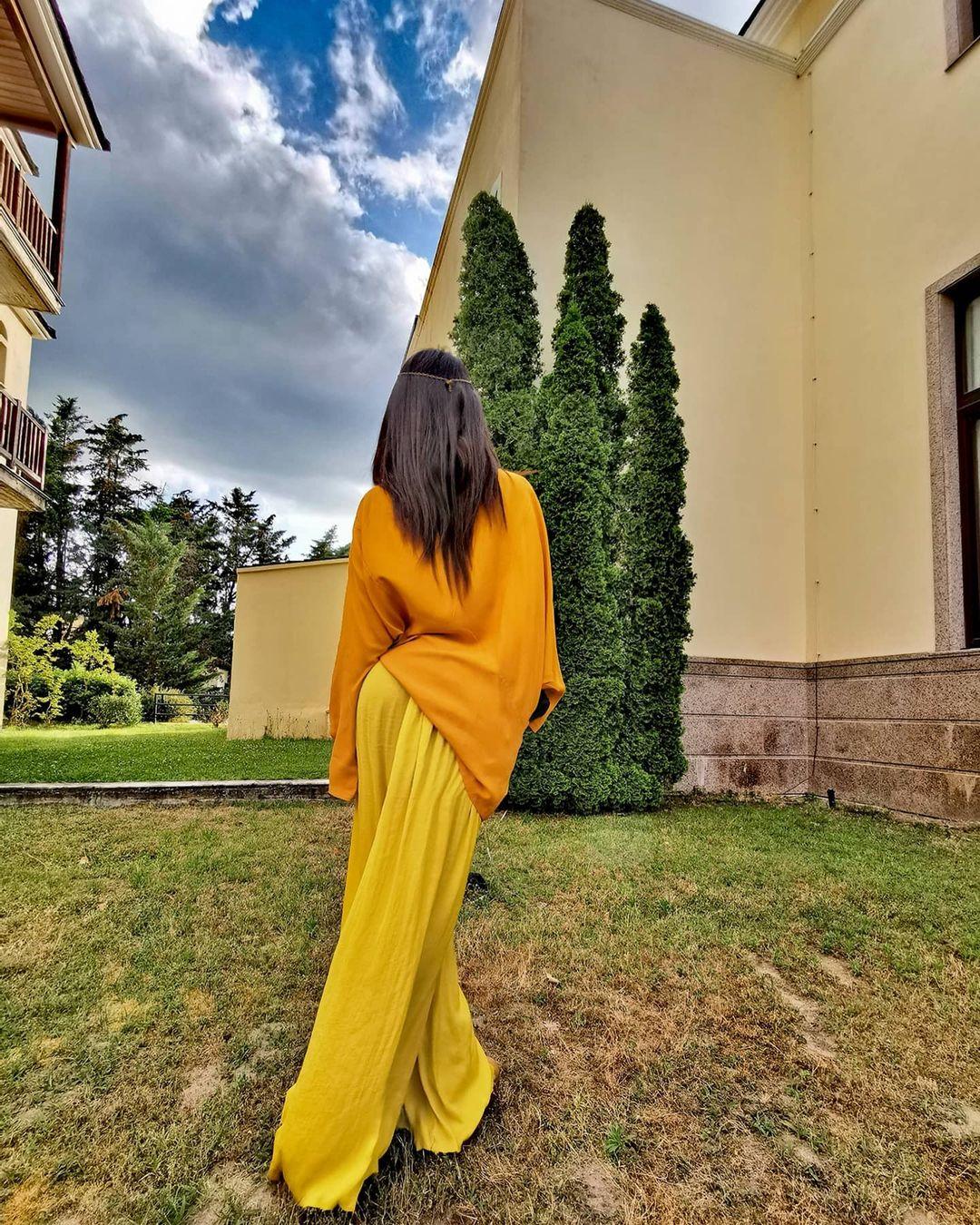Sophia-Koskina-Wallpapers-Insta-Fit-Bio-12