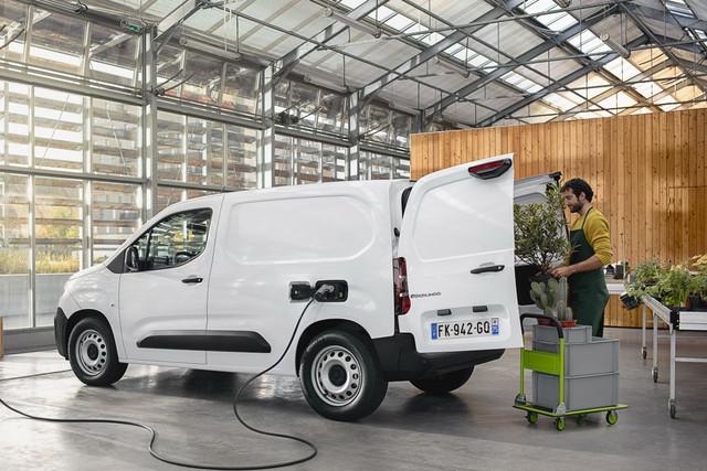 2018 - [Peugeot/Citroën/Opel] Rifter/Berlingo/Combo [K9] - Page 9 338-DD555-C14-F-4-B9-D-A490-82-AFAAECE3-A7