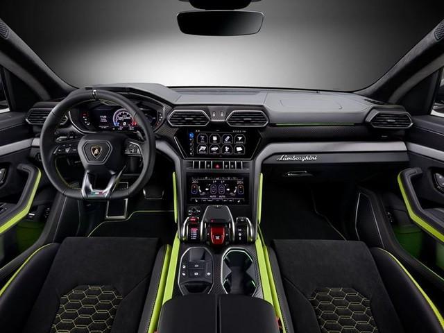 Élégance audacieuse: Automobili Lamborghini présente la capsule Urus Graphite 569488-v2