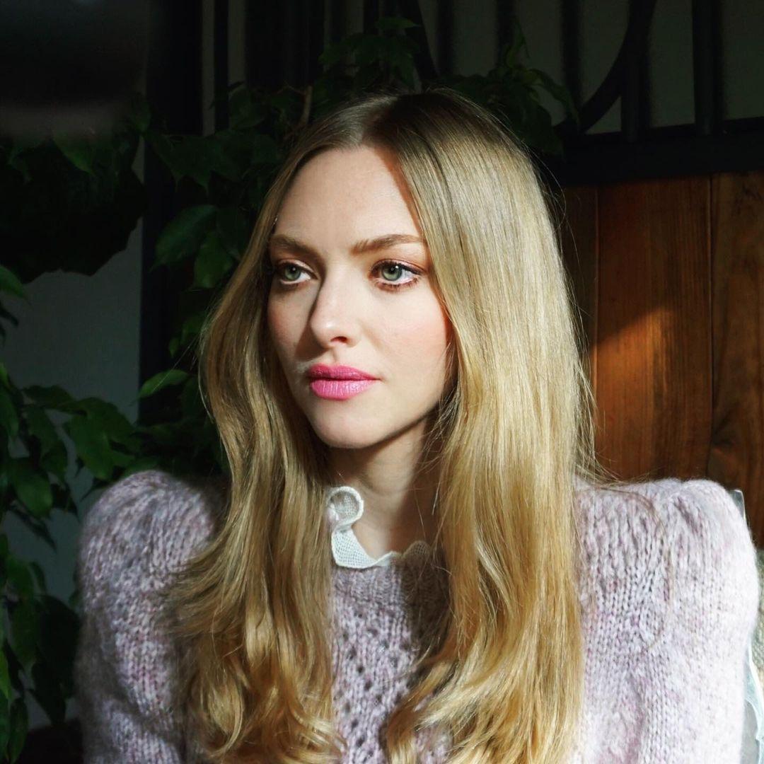 Amanda-Seyfried-Wallpapers-Insta-Fit-Bio-17