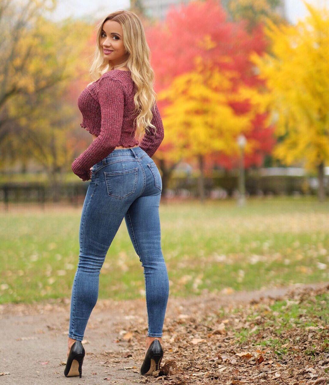 Yulia-Kay-Wallpapers-Insta-Fit-Bio-5