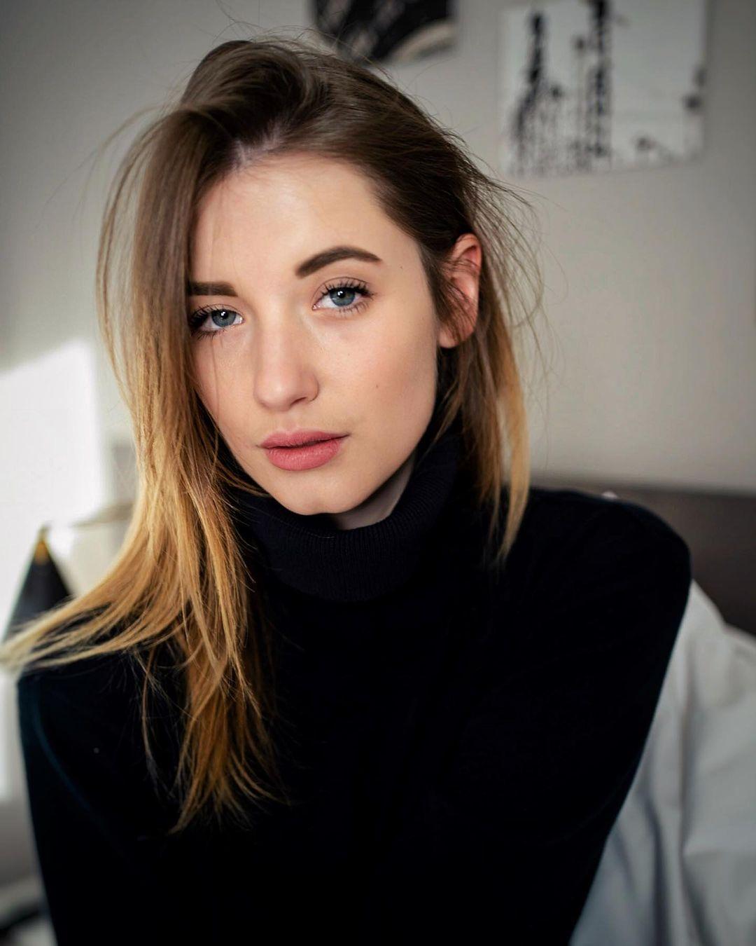 Julia-Nikola-Gauly-Wallpapers-Insta-Fit-Bio-7