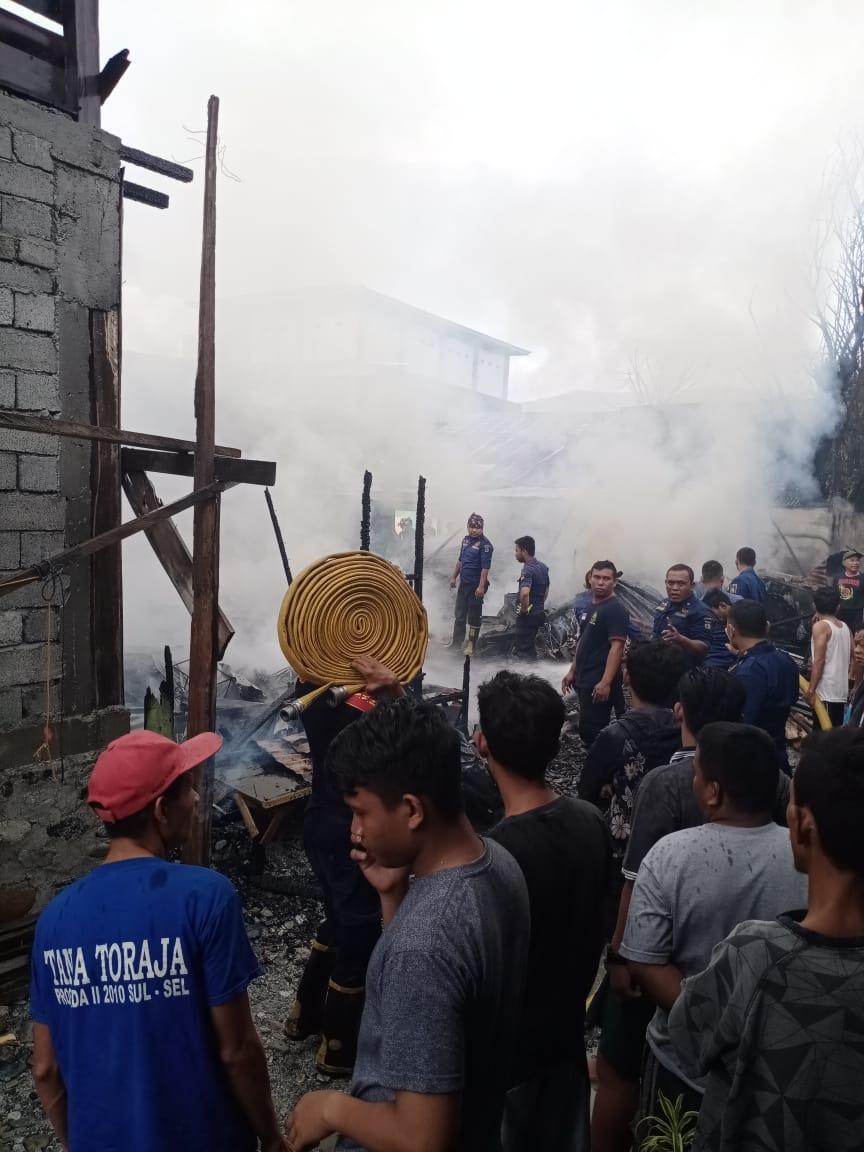 Rumah dan kos-kosan milik warga terbakar di Jalan Sungai Wera, Kelurahan Ujuna, Kecamatan Palu Barat, Kota Palu, Kamis (16/1/2020) pukul 07.30 WITA