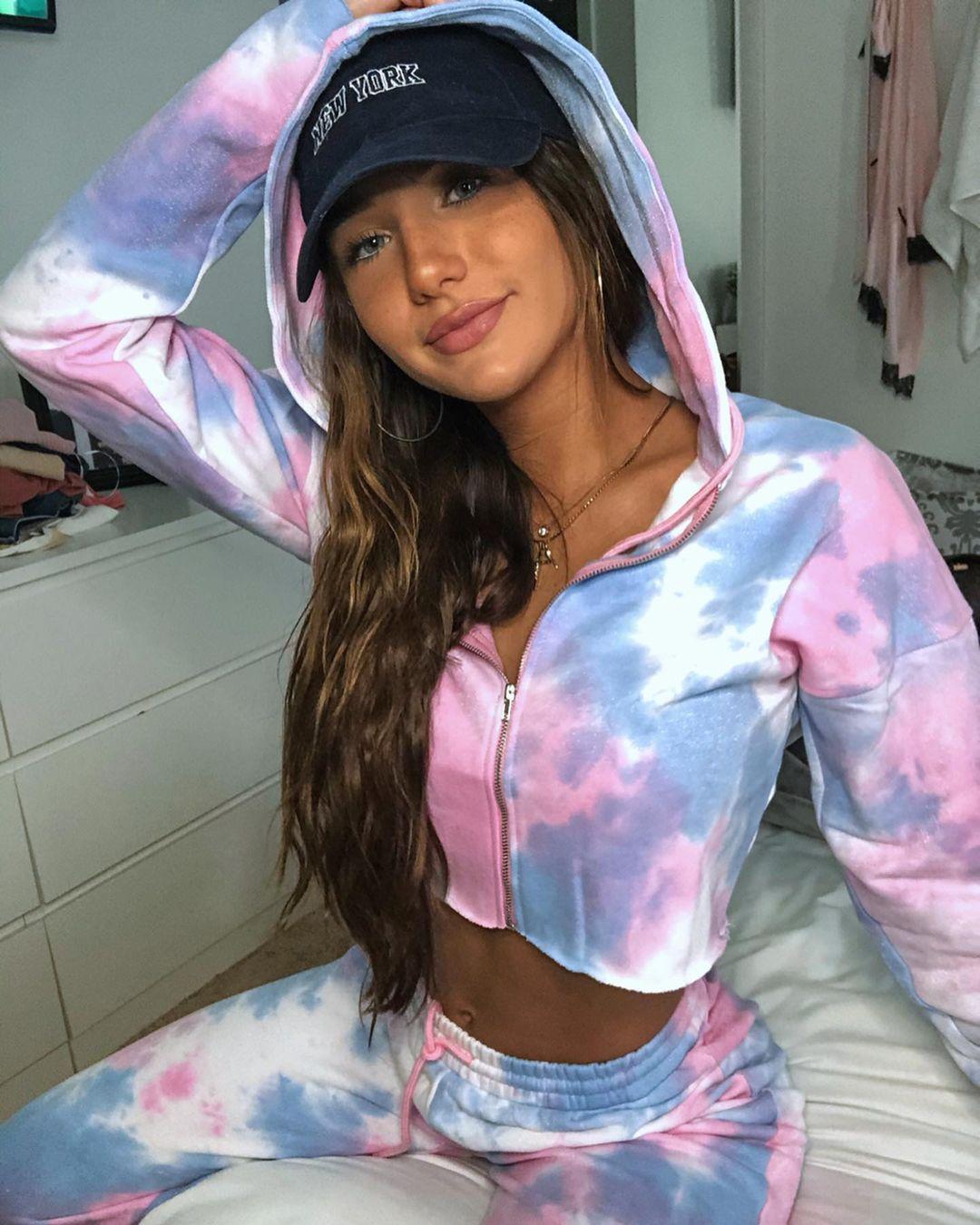 Olivia-Mogan-Wallpapers-Insta-Fit-Bio-15
