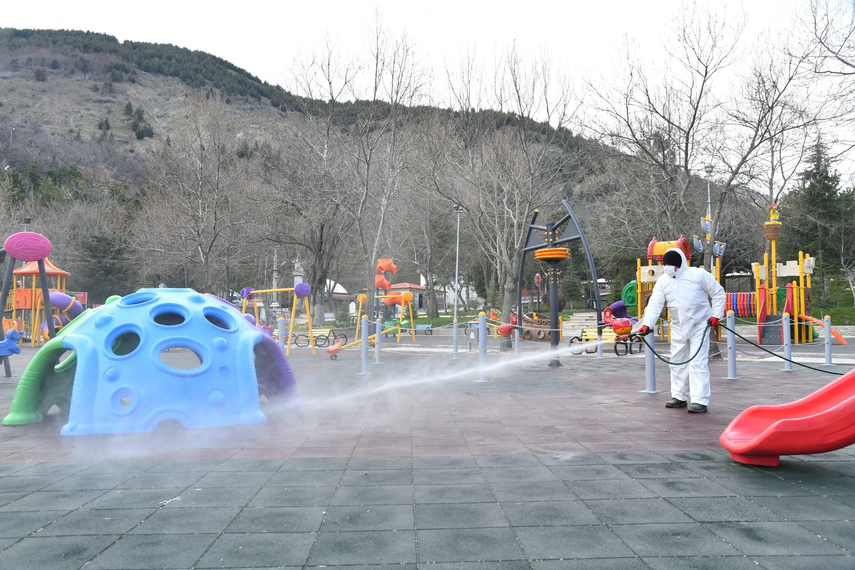 20-03-2020-cocuk-parklarinin-dezenfektesi-4