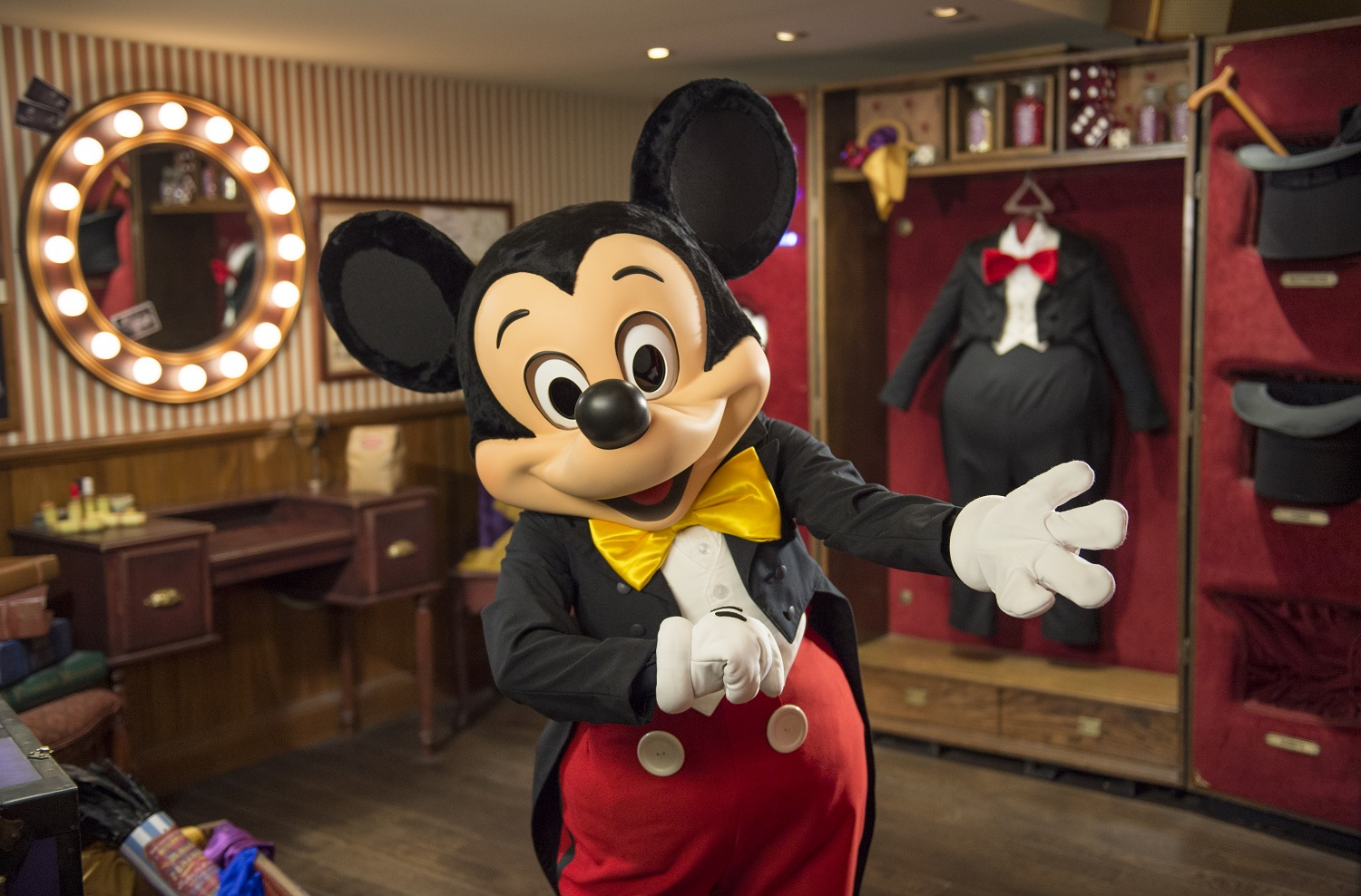 Meet Mickey Mouse at Disneyland Paris