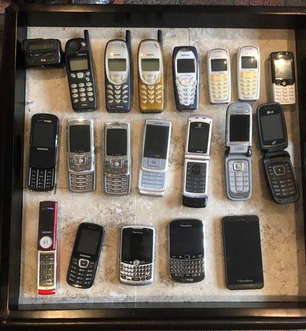 Нашел доисторическую коллекцию всех моих телефонов