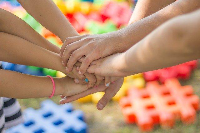 hands-2847508-640
