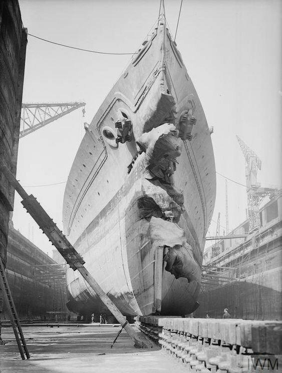 Британский линейный корабль HMS King George V после столкновения с британским же эсминцем HMS Punjabi жизнь, интересное, корабли, красивые фото, красота, судно