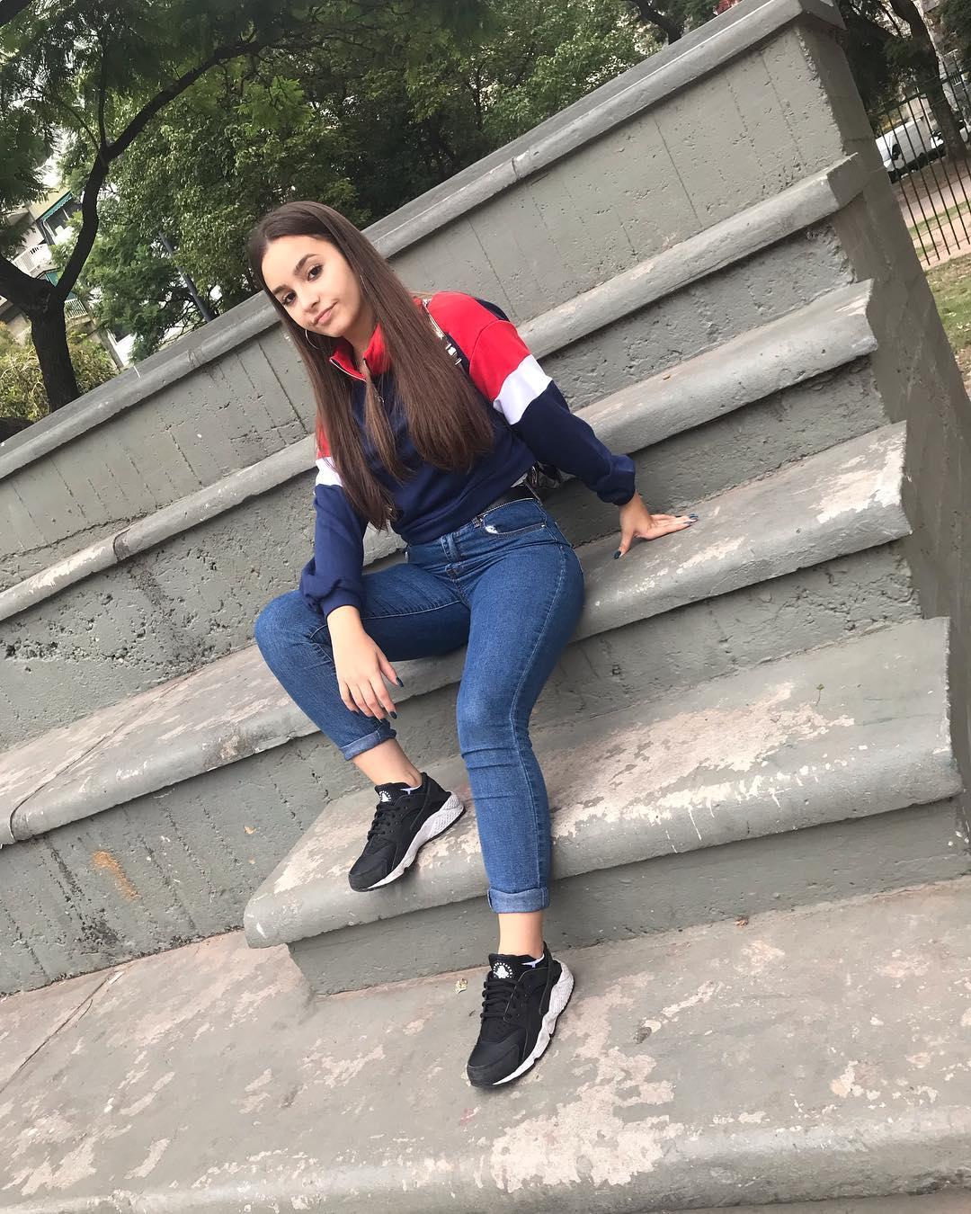 Camila-Nerea-Gonzalez-Wallpapers-Insta-Fit-Bio-1