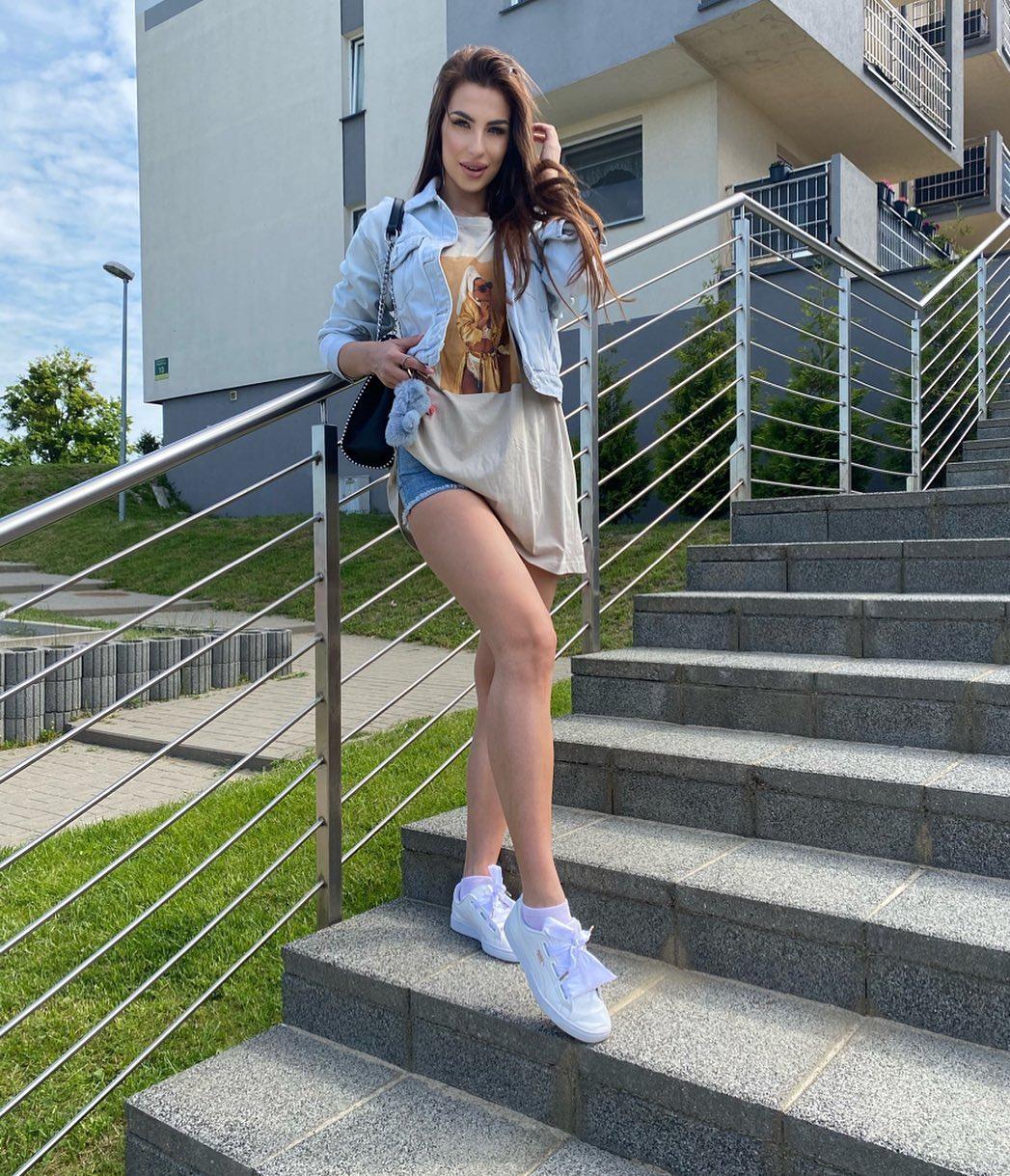 Adrianna-Gotowicka-Wallpapers-Insta-Fit-Bio-1