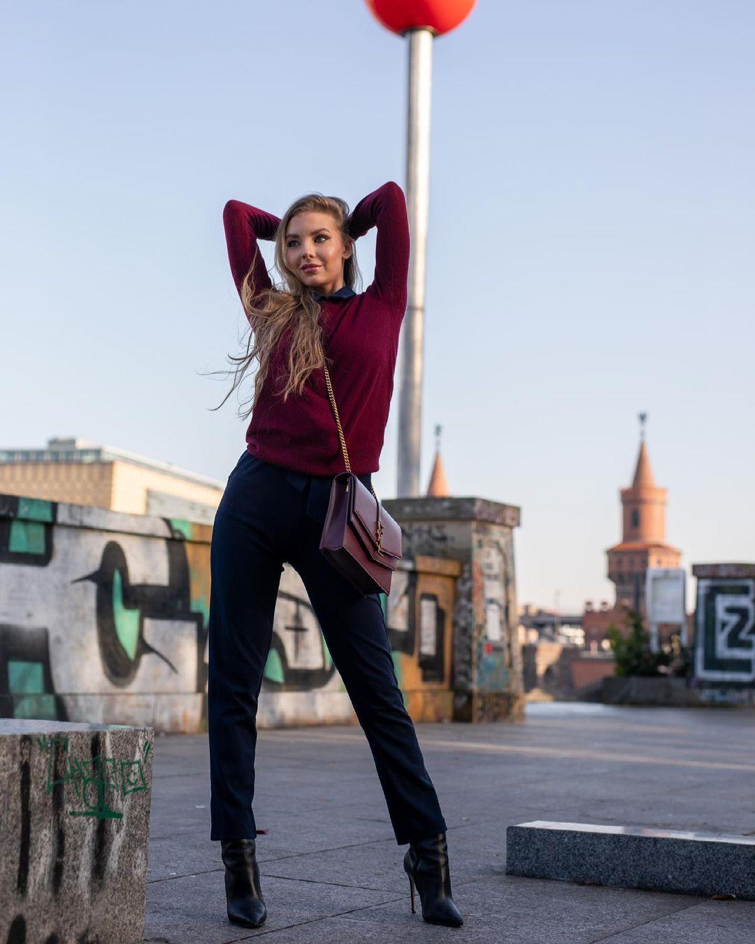 Elizaweta-Amalia-Wallpapers-Insta-Fit-Bio-4