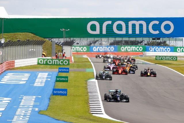 F1 GP de Grande-Bretagne 2020 : Victoire de lewis Hamilton sur trois roues M237266