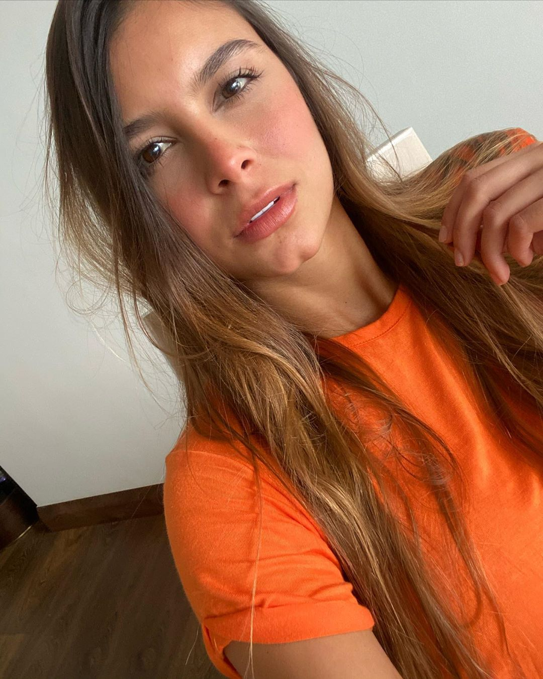 Daniela-Medina-Wallpapers-Insta-FIt-Bio-5