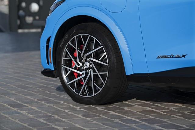 La Mustang Mach-E GT 100% électrique à l'assaut de l'Europe : tout simplement la meilleure accélération de sa catégorie  2020-FORD-MACH-E-GT-04
