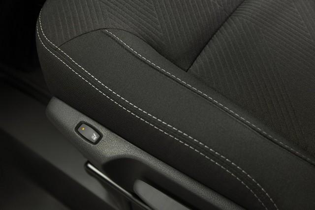 Le Nissan NV300 Combi Fait Peau Neuve New-NV300-Combi-Front-seat-detail-1200x800