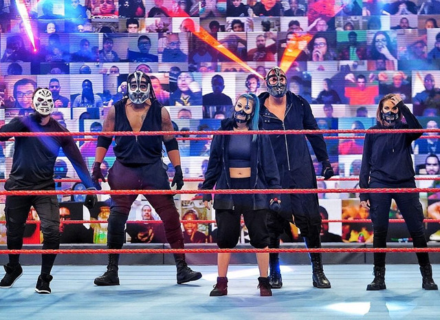 RETRIBUTION firma con WWE