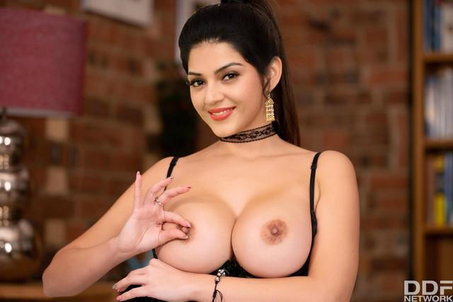 Tollywood known actress in bathroom semi nude porn