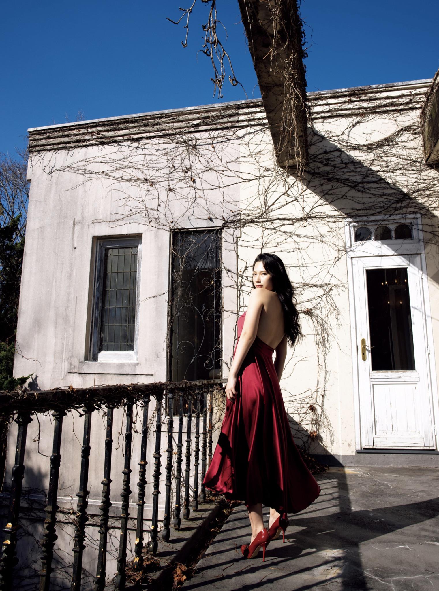 街山みほ写真集『Scarlet』003