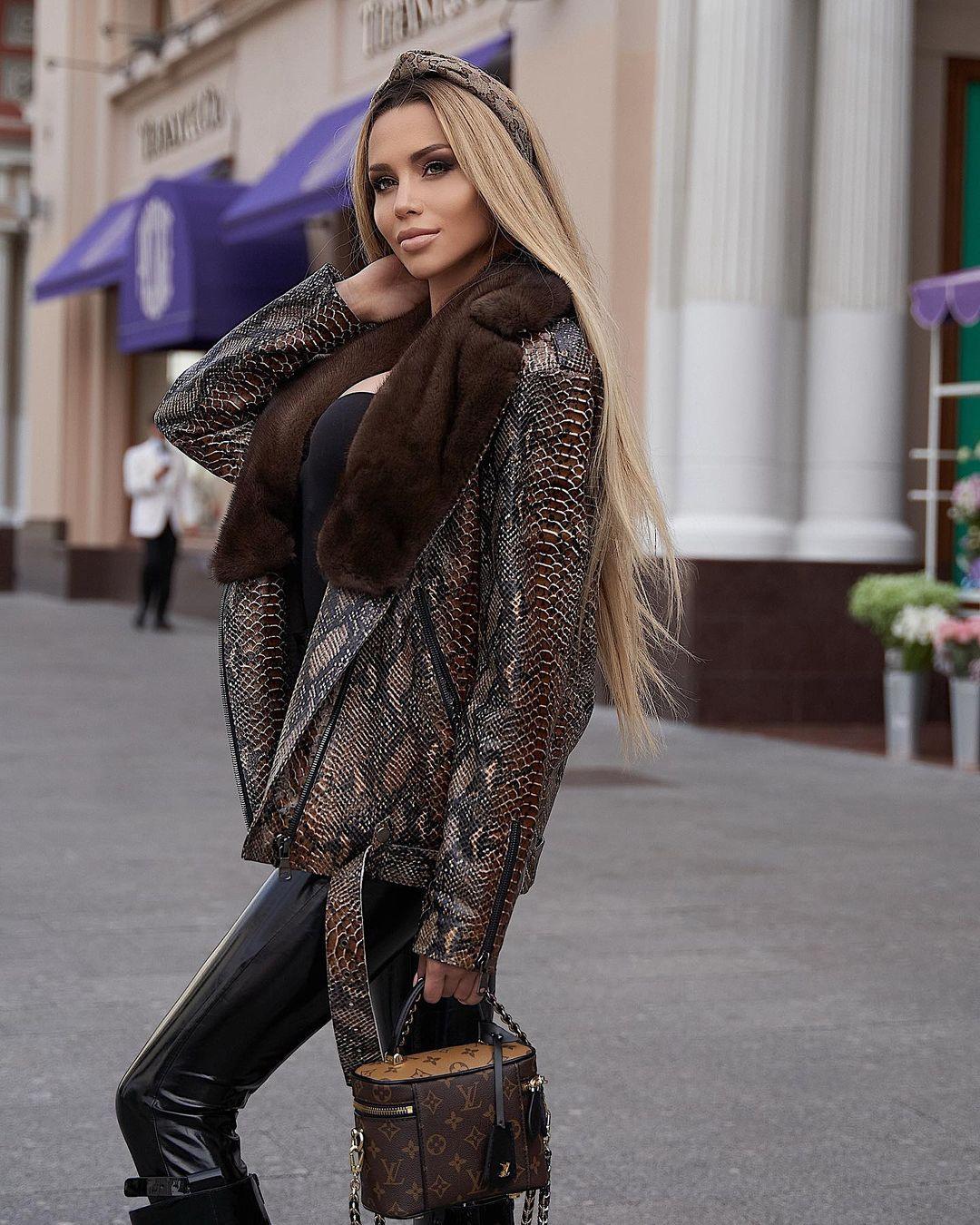 Anastasiya-Timonina-Wallpapers-Insta-Fit-Bio-5