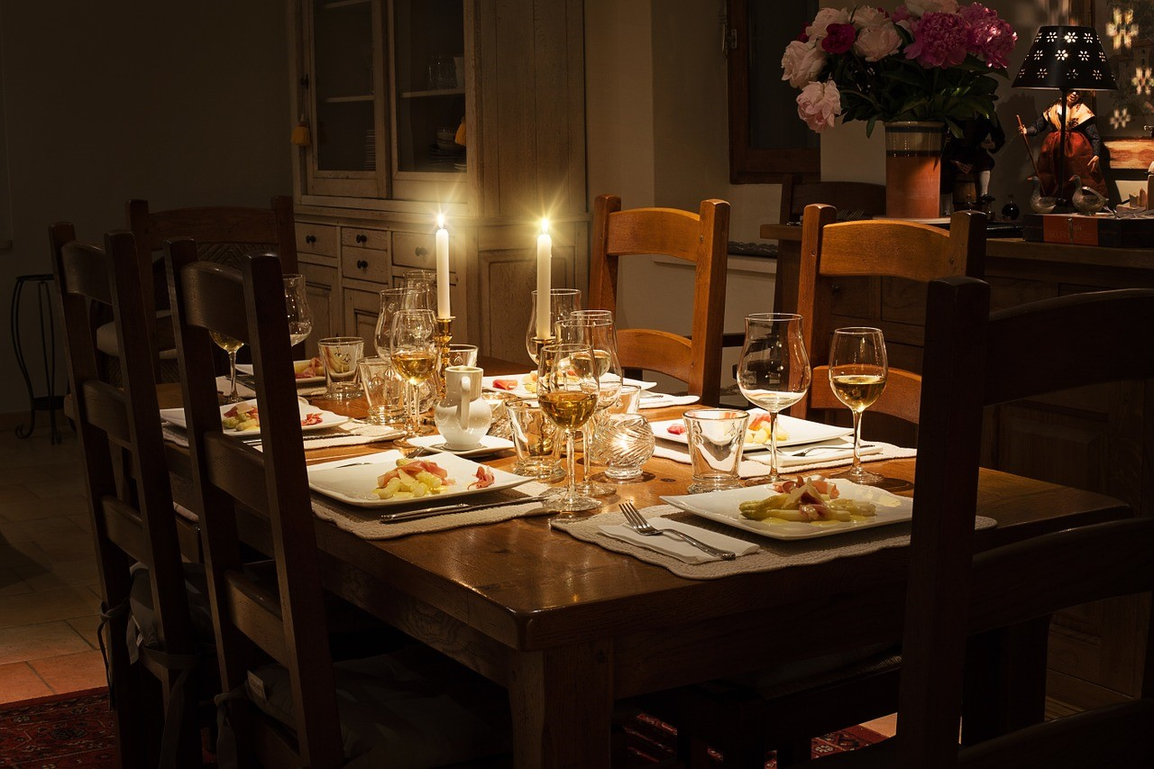 How to Properly Set a Dining Table